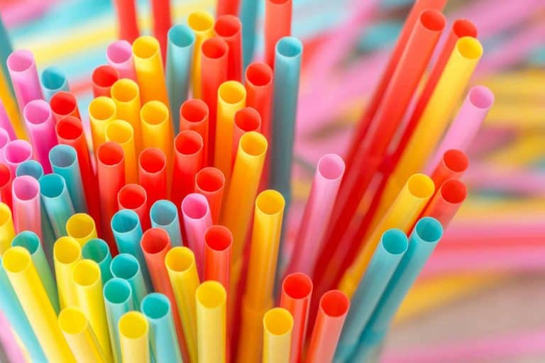 dont use a straw to prevent bleeding after a tooth extraction